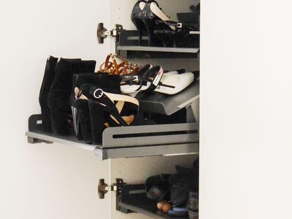 Schuh-Organisation mit Auszügen