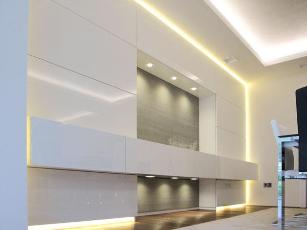 Einbauschrank mit Sideboard und LED-Beleuchtung
