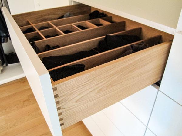Organisationssystem für Schubladen im Ankleidezimmer